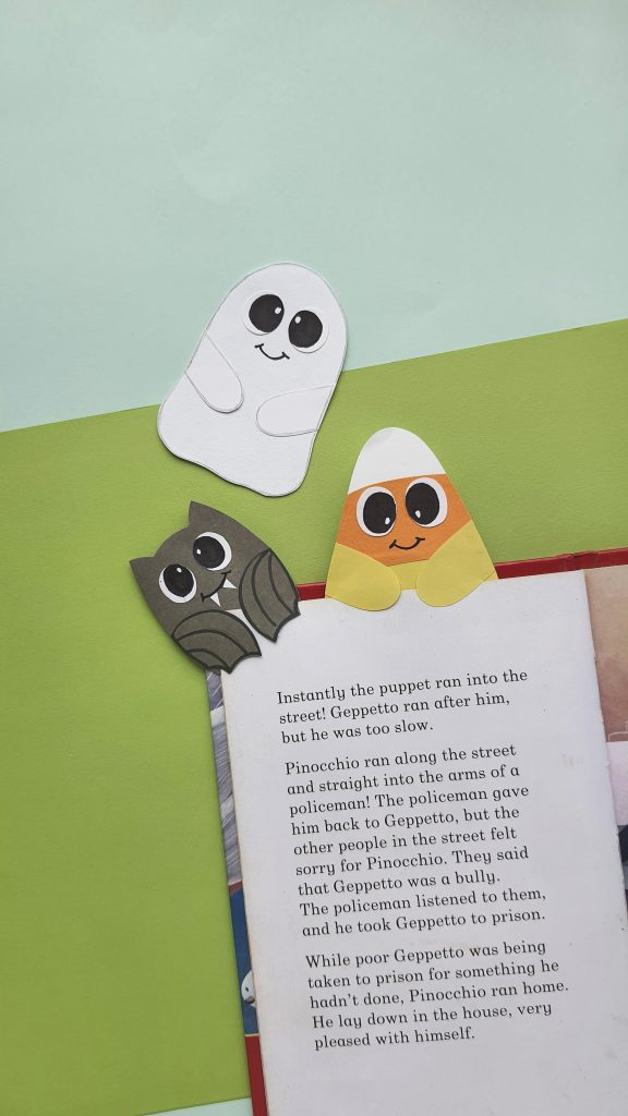 Paper Halloween bookmarks tutorial - ghost candy corn and black bat