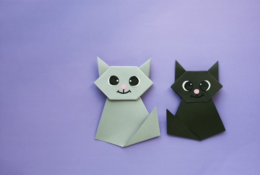 black and gray origami paper cat - tutorial how to make cat origami